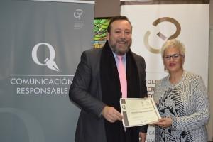 El decano del Colegio de Periodistas entrega el diploma acreditativo del Sello de Comunicación Responsable a la Gerente de Galiempleo